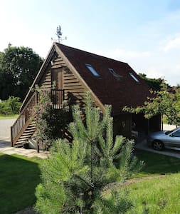 """Froggies"" - Self contained suite - - Saltwood - Hythe - Wikt i opierunek"