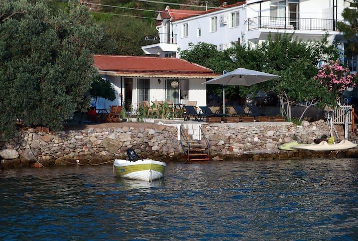 "My Chakra-Deniz'e ""0"" Müstakil, Veranda, Özel Plaj"