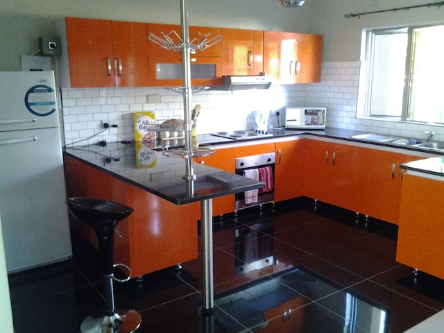 3 bed 2 bath super clean houses - Harare - Hus