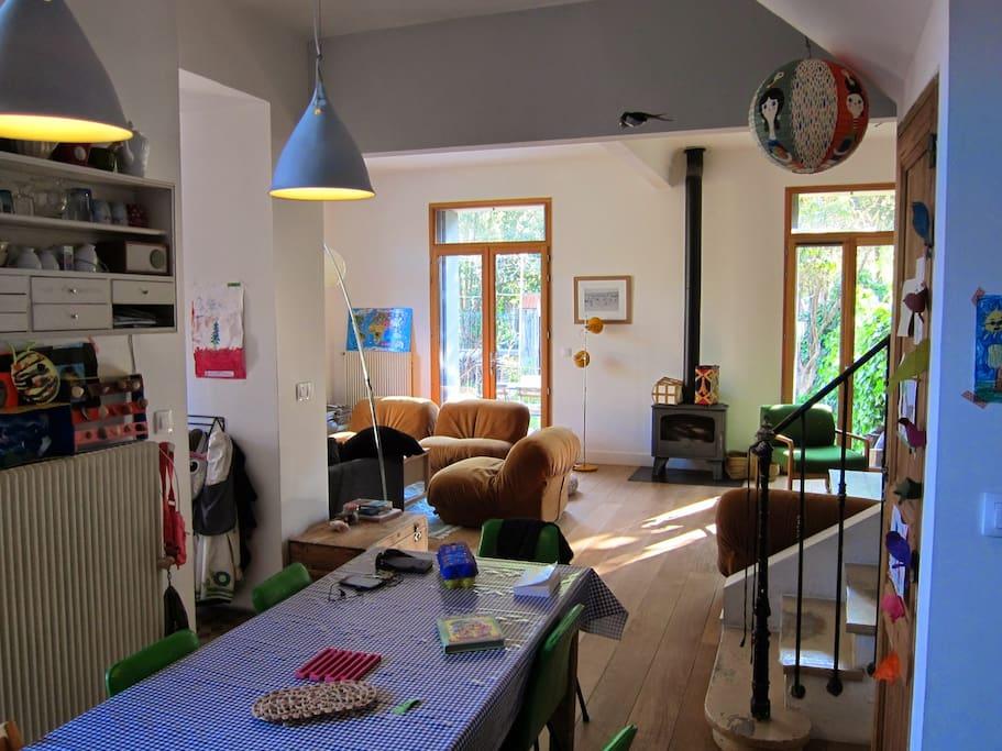 Le salon vu depuis la cuisine
