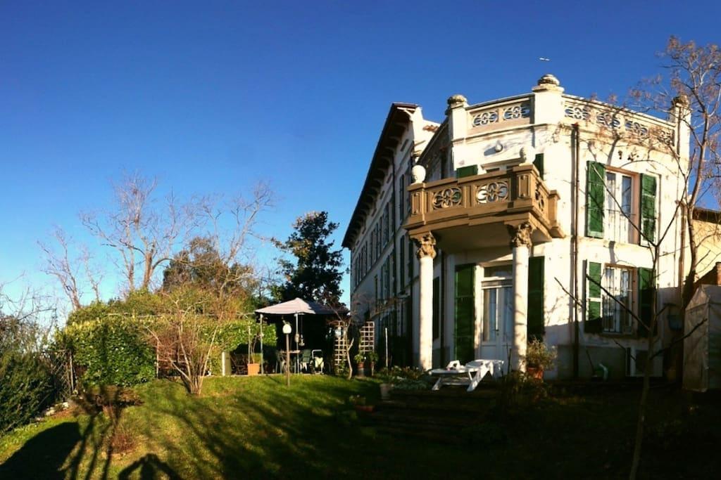 Antica villa padronale in collina ville in affitto a for Ville in collina