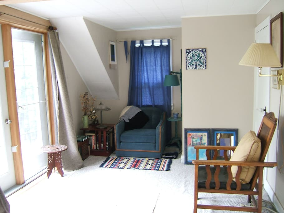 seating area beyond foot of bed