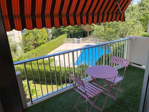 Charmant studio climatisé avec piscine