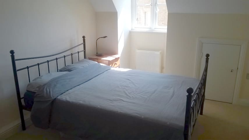 Double room in Dorset County Town - Poundbury - Appartement