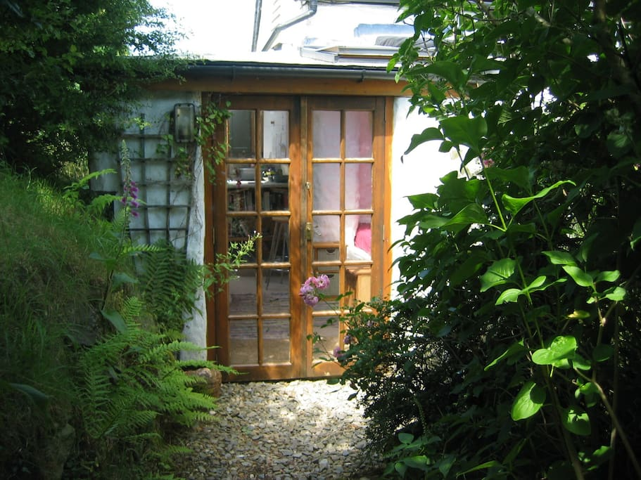 Trallwyn Studio on the edge of the moorland has a small kitchen and living area and small outside seating area....