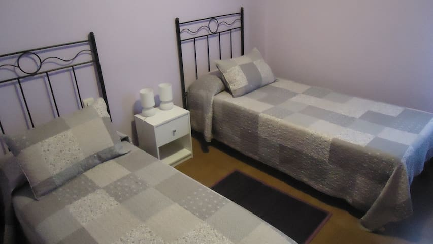 Double room, near the center. - Girona