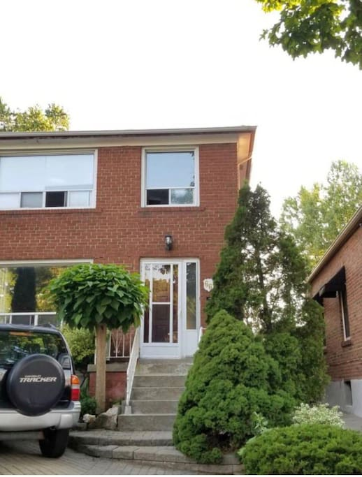 Detached two storey Entire house with Two parking spots