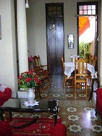 Hostal Colonial Num. 9 - Santa Clara - Haus