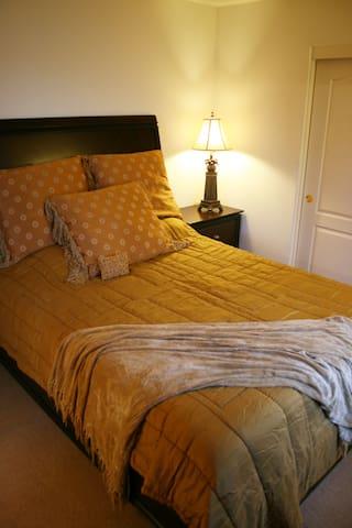 Cherrywood Queen Bed