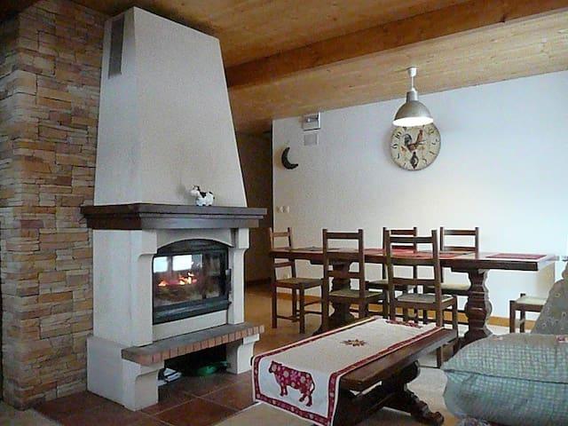 GITE - esprit chalet-  douillet  dans maison