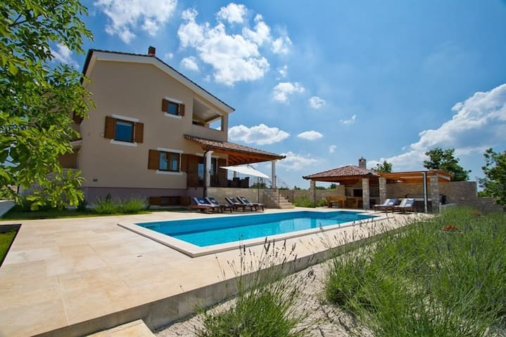 New Villa Stokovci pool & whirlpool, sea view - Štokovci - Vila