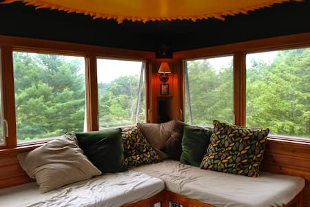 Artsy escape with beautiful views - Brookfield - Haus
