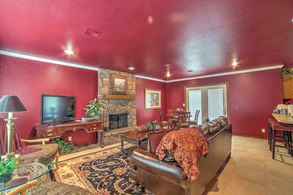 Lounge in front of the fireplace on the cozy leather furnishings while watching your favorite movie or television series on the flat-screen cable TV.
