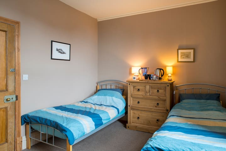Lake District - Large Twin Bedroom - Pets welcome