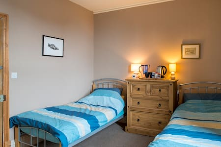 Large Twin Bedroom ** Free WiFi ** - Penrith - Bed & Breakfast
