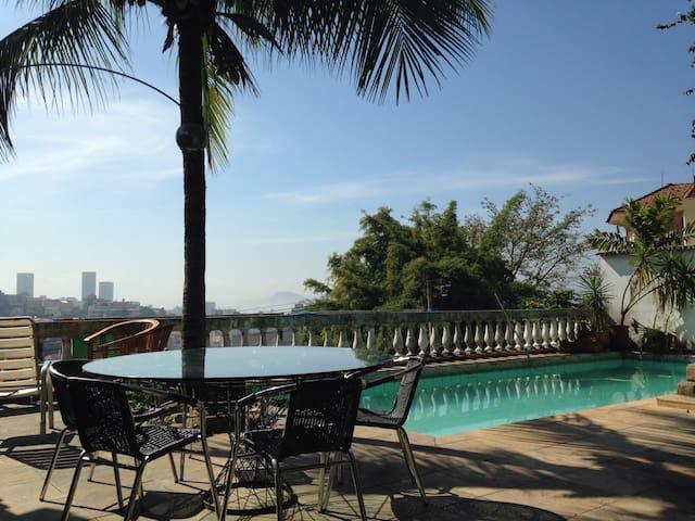 Charm, garden, pool, bikes, METRO! - Rio - Chambre d'hôtes