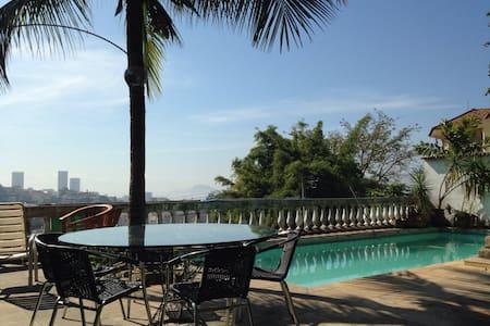 Charm, garden, pool, bikes, METRO! - Rio - Hospedaria