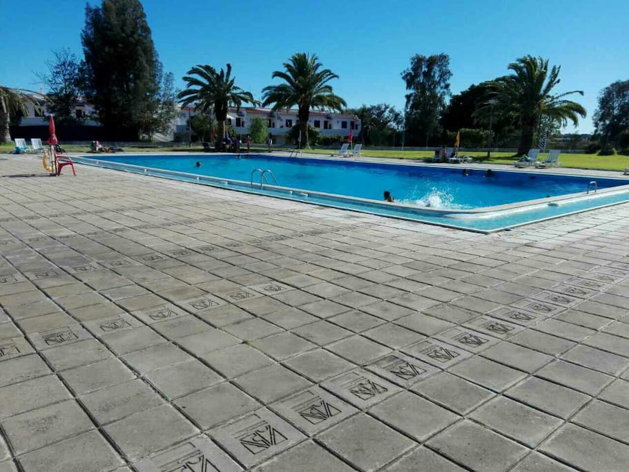 4 people pool access included. 300 m from the apartment