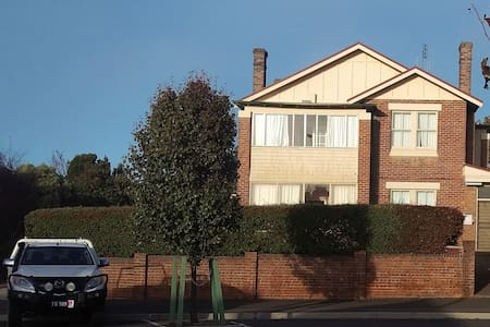 Crookwell Manor House - 1 -3 bedroom suite.