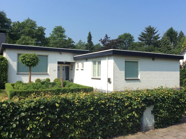 Detached house near Eindhoven - Mierlo - Bungalov