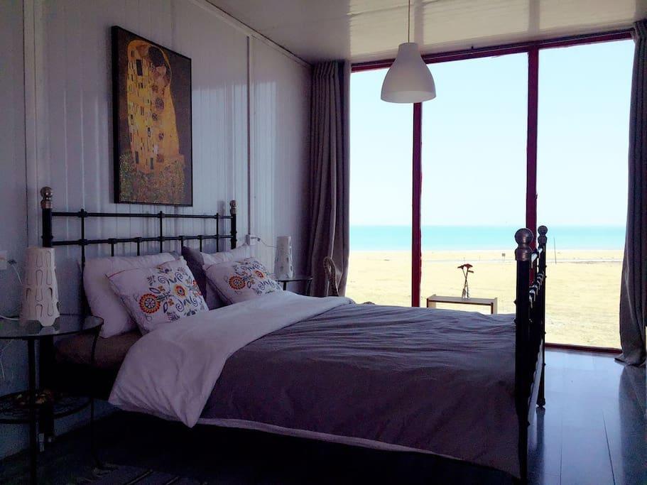 享受躺在床上就可以看到完美日出的旅途。