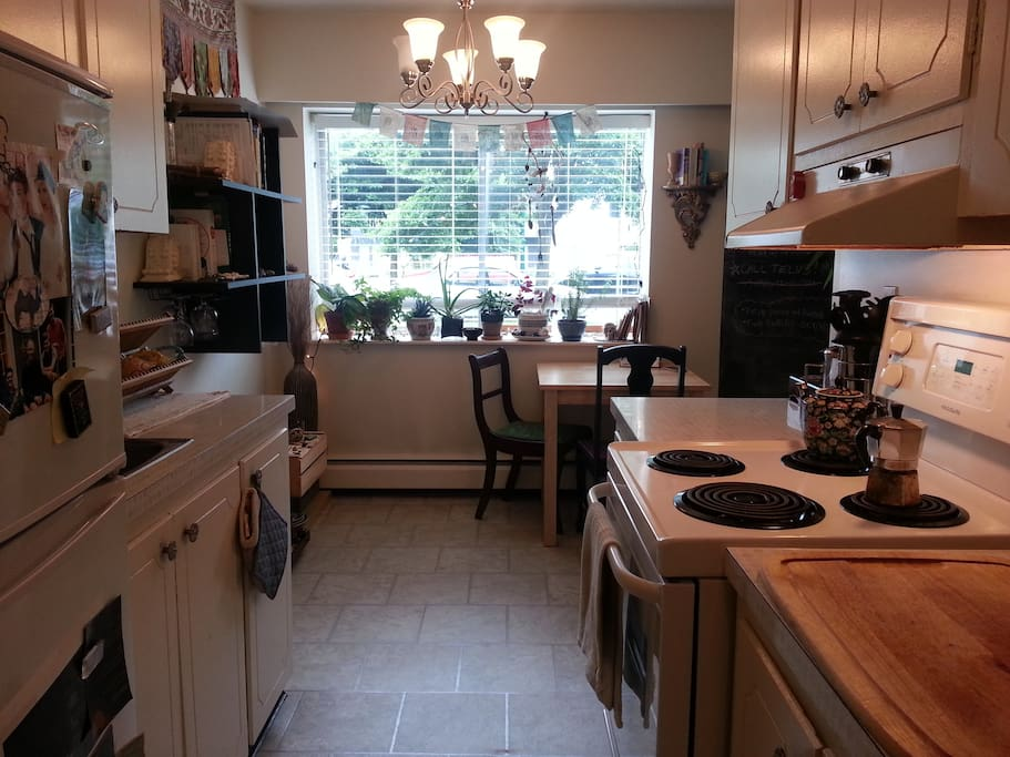 Small kitchen with all the amenities you need.