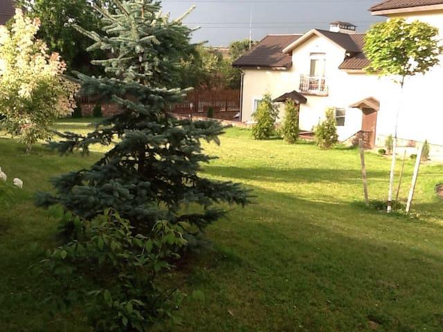 Просто и со вкусом, домик в Киеве. - Petropavlivs'ka Borshchahivka - House