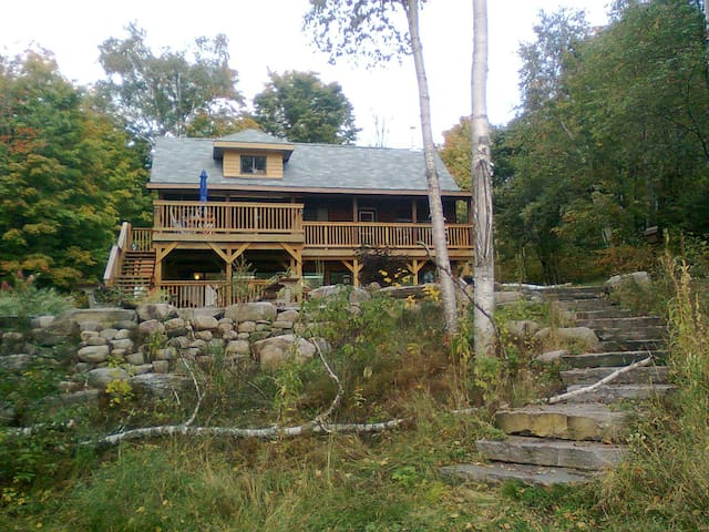 Modernized Wooden Cottage - Bancroft - Cabaña