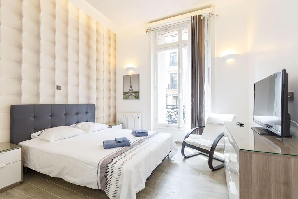 st honor elys e just renovated apartments for rent in paris le de france france. Black Bedroom Furniture Sets. Home Design Ideas