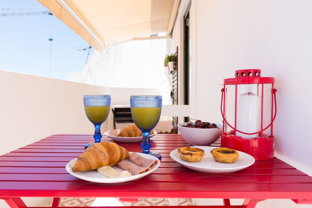 Have a breakfast in the terrace with Tagus River View