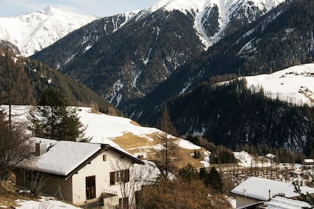 Cosy apt. with great mountain views - Wiesen - Appartement
