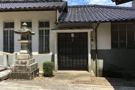 ゲストハウス山辺荘1棟貸し(1日1組限定) 由緒ある山辺神社敷地内に泊まろう