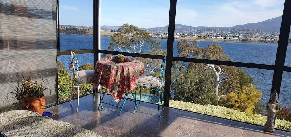 A Room in Waterfront Home - Hobart CBD 15 mins