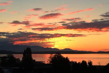 Seattle - Alki Beach View Bungalow - Seattle