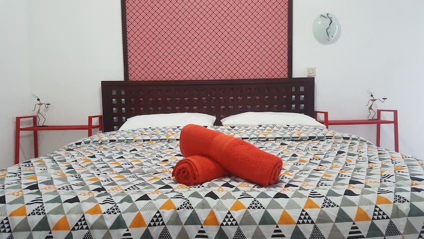 #4 Cozy Tropical Room (WIFI)