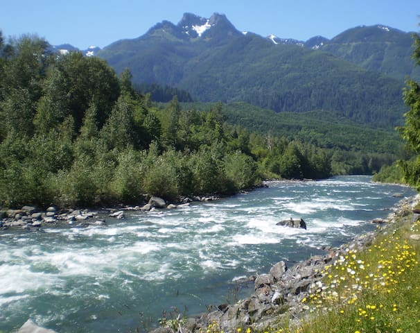 Chilliwack River only a 3 minute walk away!