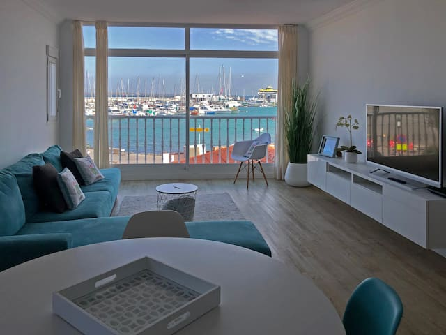 Modern and bright apartment with sea views