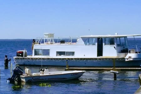 The Houseboat: 2 bed, 1 bath, A/C & Sleeps up to 6 - Seville - 獨棟