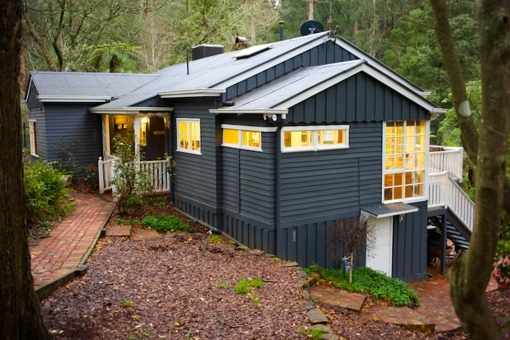 Charming Rainforest View Cottage - Belgrave - Casa