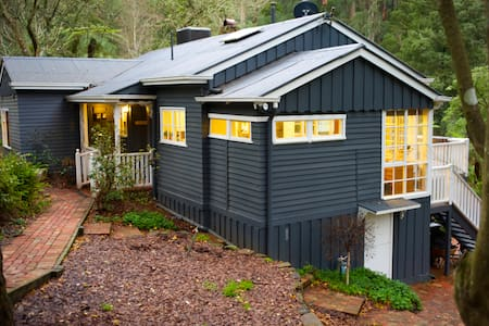 Charming Rainforest View Cottage - Belgrave - Hus
