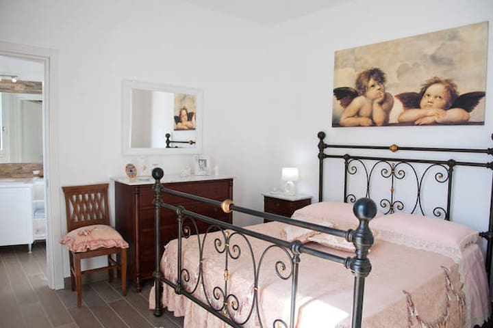 LI CURTI B&B (camera rosa) - Melissano - Bed & Breakfast