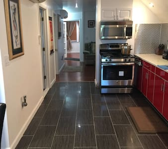 Cozy 1 Bedroom Apartment - Hartford - House