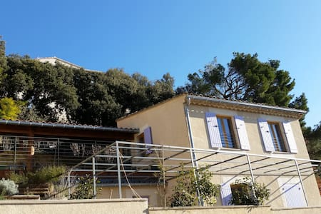 Beautiful house on hill with breathtaking view - Seguret - House