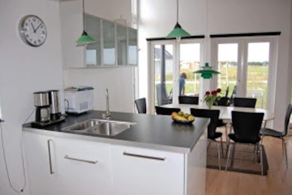 Kitchen; dishwasher, microwave, refreg. with freezer