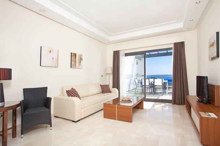 4****Beachfront Apartment, Estepona