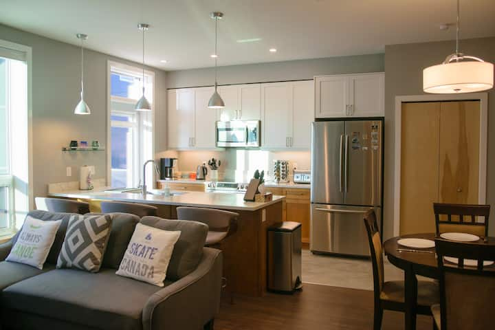 ✰ Bright Modern Stylish Condo in ❤ of Downtown ✰