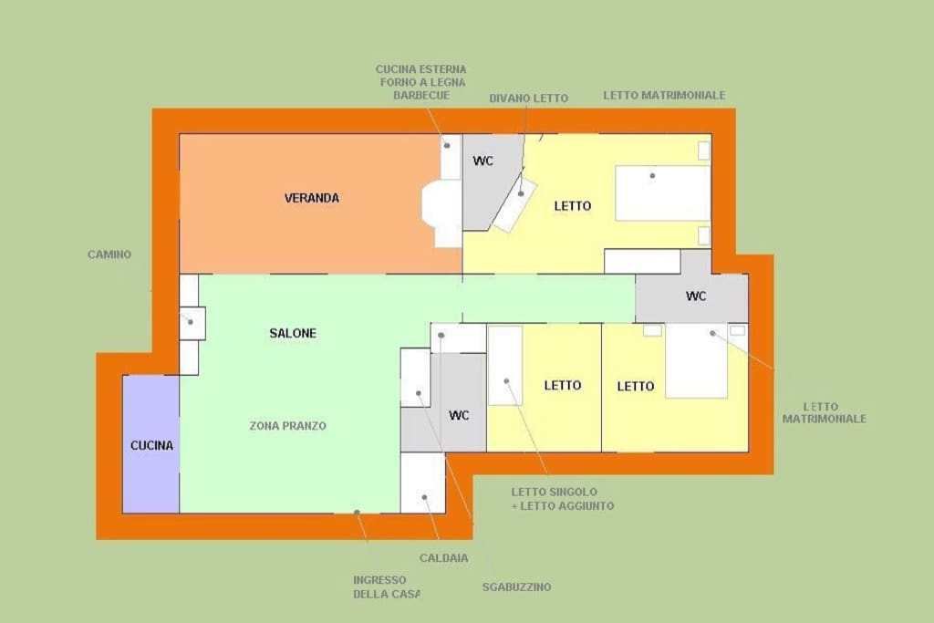 La villa è inserita nel giardino, che circonda la casa, ed è composta da un salone all'americana,  una cucina, un soggiorno, 3 camere da letto, 3 bagni, veranda vista mare.