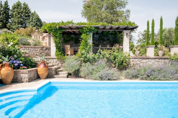 Stylish villa with pool near Rome - Campagnano di Roma - Villa