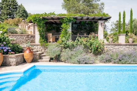 VillaOlivella Stylish villa with pool&AC near Rome
