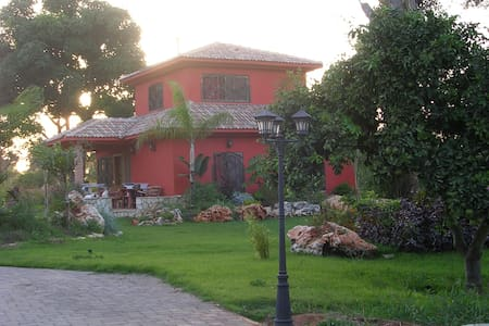 Charming house with huge garden - Pardes Hanna-Karkur - Villa